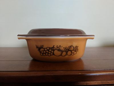 Pyrex oval casserole dish with brown cover