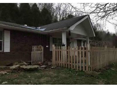 2 Bed 1 Bath Foreclosure Property in Pleasant Shade, TN 37145 - Peytons Creek Rd