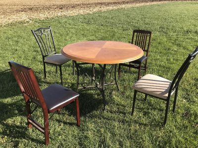 Table, chairs & coffee table