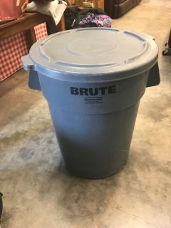 Rubbermaid Brute Garbage Can