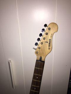 Yamaha Electric guitar and peavy ampli