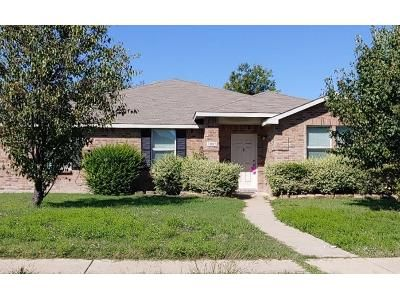 3 Bed 2.0 Bath Preforeclosure Property in Lancaster, TX 75134 - April Showers Ln