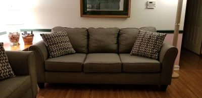 Adorable, like new sofa and loveseat