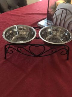 Small pet food dish with rack