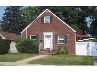 3 Bed 2 Bath Foreclosure Property in Uniondale, NY 11553 - Birch St