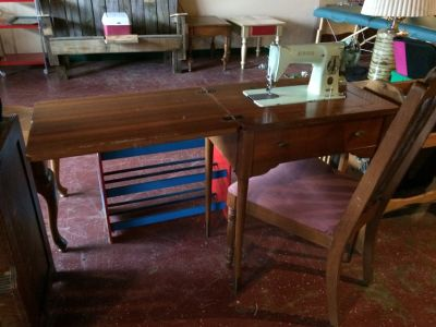 Old Singer Sewing Machine In Wood Cabinet W/ Chair