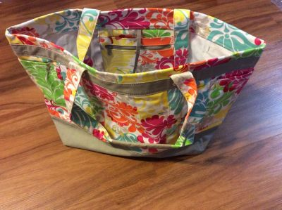 Thirty One Easy Breezy Tote Island Damask