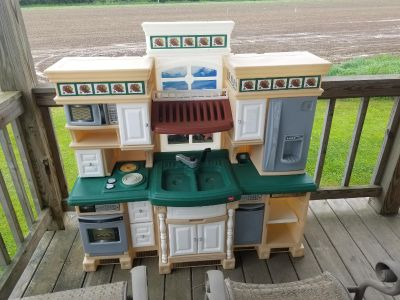 Deluxe play kitchen set
