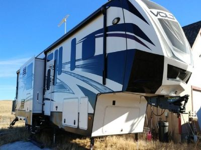 2015 Dutchmen Voltage Epic IV 3970 Toy Hauler 5th Wheel