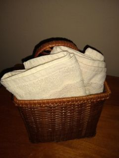 Beautiful small basket w/2 new lace trimmed hand towels