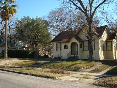 $650, 2br, 21  Duplex is looking for a new tenant. Are you the lucky one