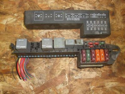 Sell 00 01 02 03 04 05 SUNFIRE CAVALIAR FUSE BOX ENGINE UNDER HOOD motorcycle in Chicago Heights, Illinois, United States, for US $30.00