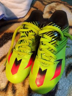 Adidas soccer shoes, new, never worn. Size 4.5. 2 pic. $25.00