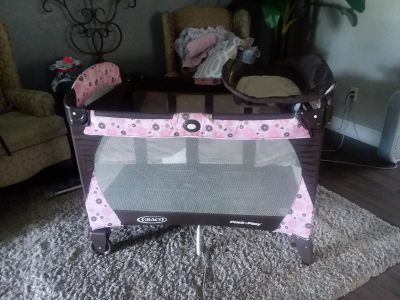 Play pen and bassinet combo