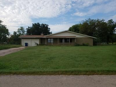3 Bed 2 Bath Preforeclosure Property in Tecumseh, OK 74873 - New Hope Rd