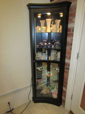 Mirrored Concave corner curio cabinet with lighting