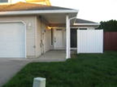 1/2 Month Free - Battle Ground Town Home