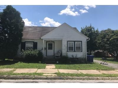 3 Bed 1.0 Bath Preforeclosure Property in Wernersville, PA 19565 - E Gaul St