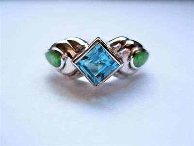 Sterling Silver Blue Topaz and Gaspeite Ring (Size 5.5)