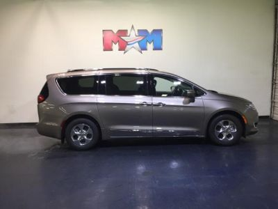 2018 Chrysler Pacifica Hybrid Touring L FWD (PTE Molten Silver)
