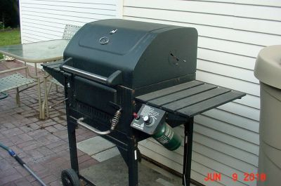 BBQ GRILL - GAS FIRED IGNITION CHARCOAL GRILL