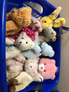 Basket of 10 stuffed animals