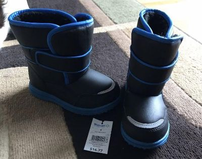 Toddler boy winter boots - size 9