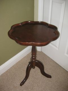 Scallop round vintage table