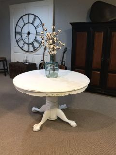 Round Table with leaf to make it oval