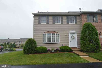 1000 Fredrick Blvd READING Three BR, Wow! This end-unit townhome