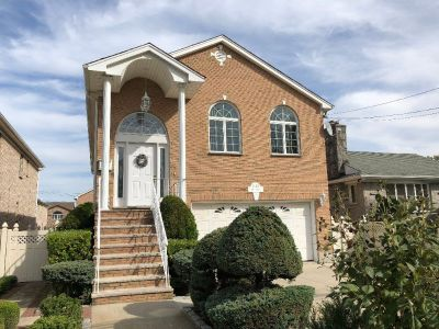 ID: (GRE) Beautiful Brick High Ranch In Whitestone For Sale!