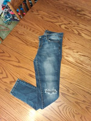 Womens 12 fit like 10 skinney aero jeans good excellent condition hole on each leg to be there