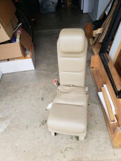 2006 Honda Odyssey 2nd row middle seat