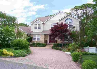 37 Norwood Ave Selden Four BR, Beautiful Custom Built Home!