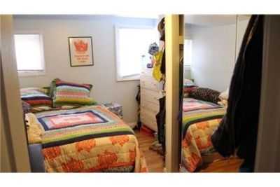 Ann Arbor, 2 bed, 1 bath for rent. Parking Available!