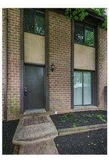 Very nice interior unit with updates in kitchen and bathroom. Parking Available!