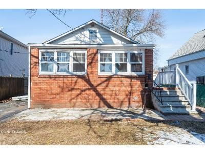 2 Bed 1 Bath Foreclosure Property in Iselin, NJ 08830 - Sonora Ave