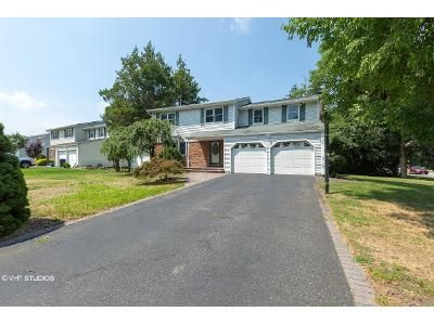 4 Bed 2.5 Bath Foreclosure Property in Hauppauge, NY 11788 - Sherry Ln