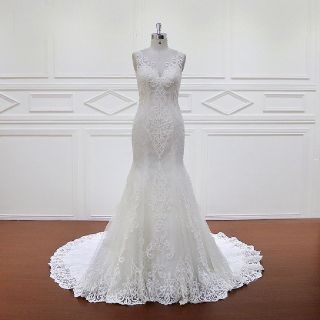 Alvoi's Sheath Lace Wedding Gown