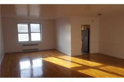 Large 2 Bedroom Apartment In Rego Park On The 5 Fl.