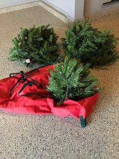 Christmas tree - 3 pieces includes stand AND storage bag with wheels! VERY REAL LOOKING!