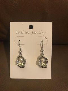 Nw oyster with pearl earrings