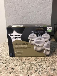 4 brand new Tommee Tippee bottles