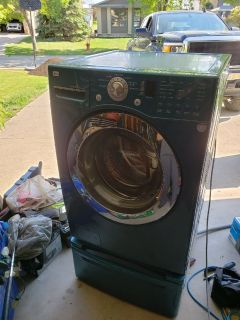 LG washer and dryer with pedestals