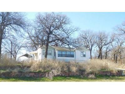 2 Bed 1 Bath Foreclosure Property in Crescent, OK 73028 - N Hwy 74 Service Rd
