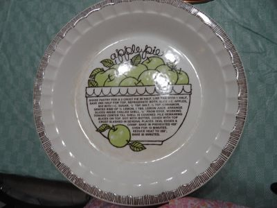 VINTAGE ''APPLE PIE'' FISH BY ROYAL CHINA JEANNETTE
