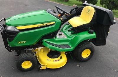 John Deere X370 Lawn Tractor