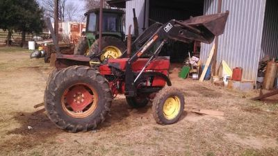 international 284 tractor with loader (tyler)