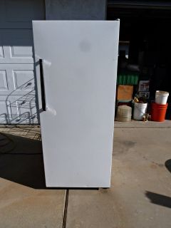12 Cubic Foot Kenmore Upright Freezer