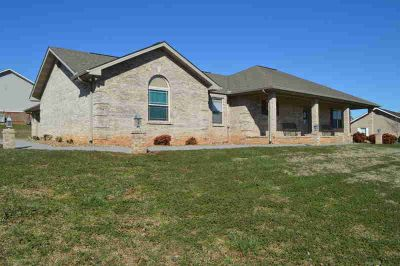 535 Hills Gate Circle Seymour Three BR, One owner all brick